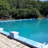 Betonový bazén Machův mlýn natřený Izobanem